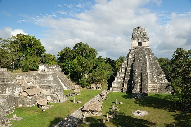 Tikal la ciudad emblem tica de los mayas maya tecum for Civilizacion maya arquitectura